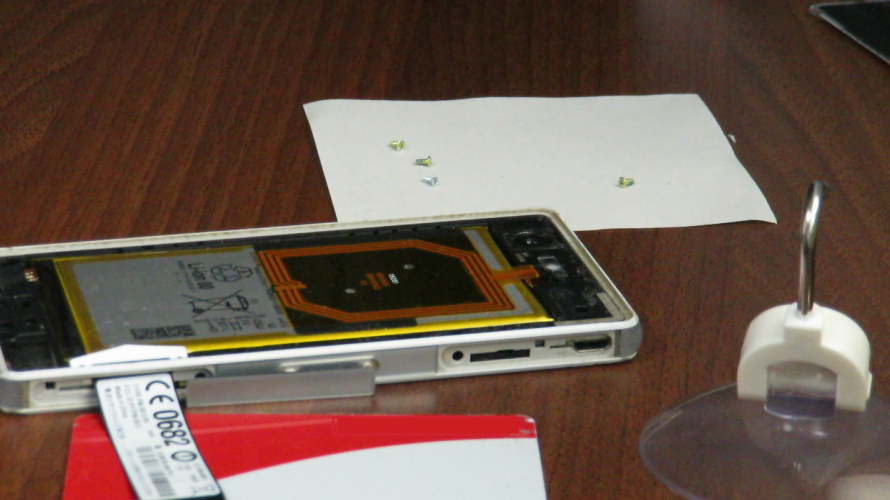 XPERIA Z3Compactをニコイチ修理する